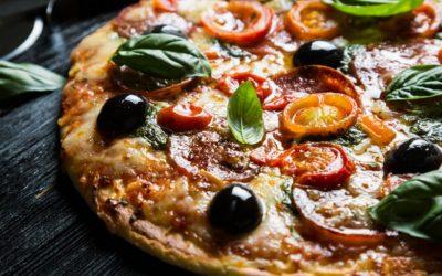 Pizza a cena vista mare
