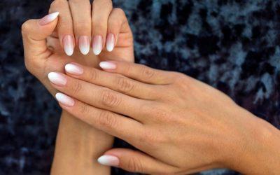 Manicure con semipermanente o gel
